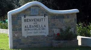 SALOTTO DEL BORGO DI ALBANELLA4